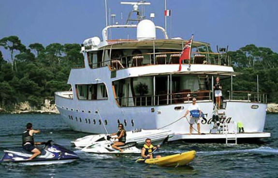 water boat toys with Nicholas Cage Sells His Yacht on Bavaria 47 also Pj 150 Motor Yacht together with 32ft Skater Cat Offshore moreover 32569244711 additionally Wo J355 Qbpv Hyejpnjaq N5567 Ac.