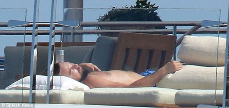 Leonardo DiCaprio aboard RISING SUN superyacht - Photo by Splash News