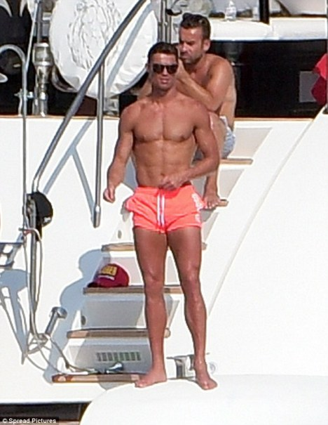 Cristiano Ronaldo aboard Mangusta 108 Lionchase Yacht - Photo by Spread Pictures