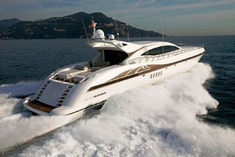 Mangusta 108 Yacht at full speed