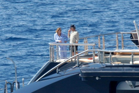 Steven Spielberg aboard his 282ft Mega Yacht SEVEN SEAS - Photo by faredj02yzes.blogspot.com